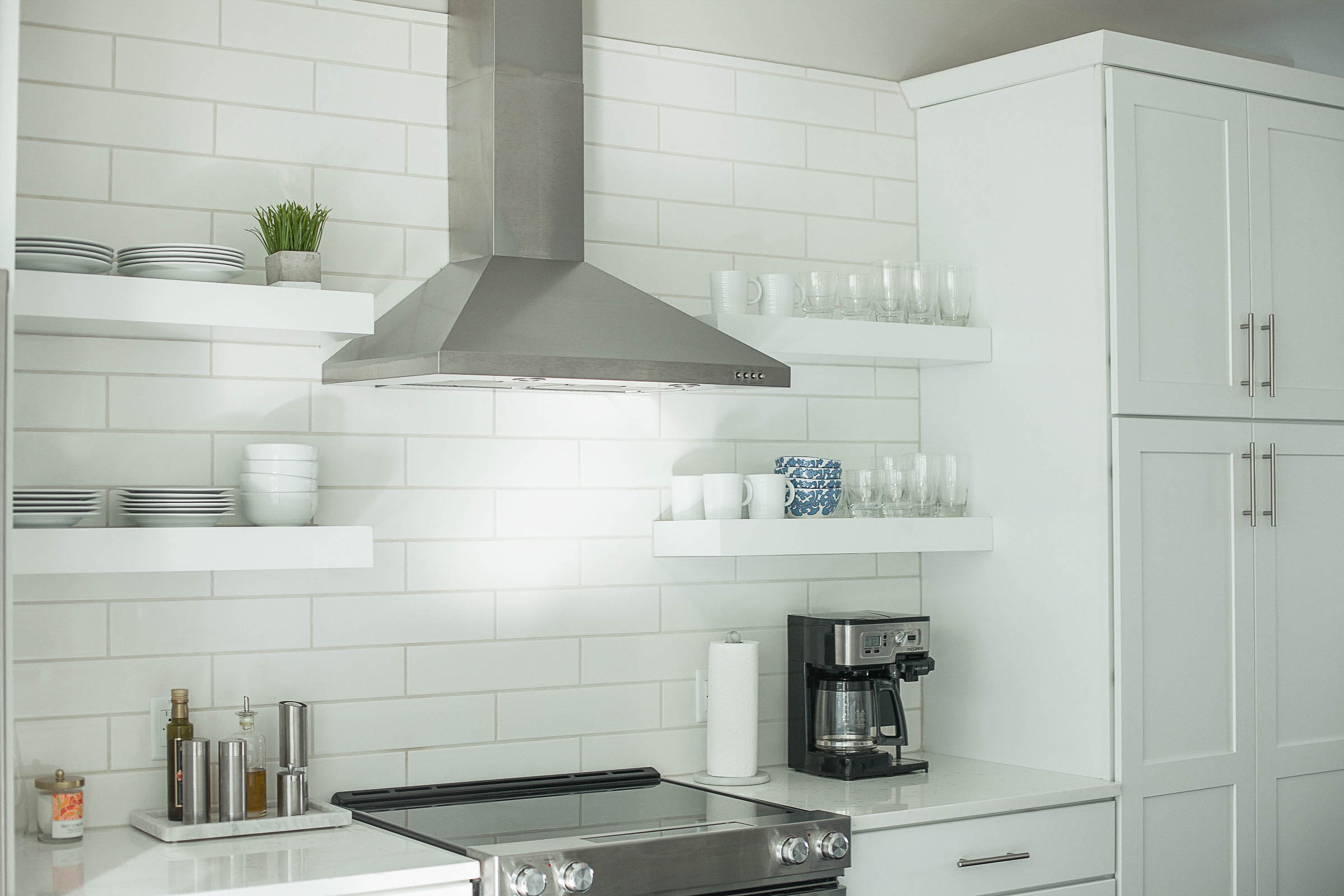 modern white kitchen, open shelving kitchen
