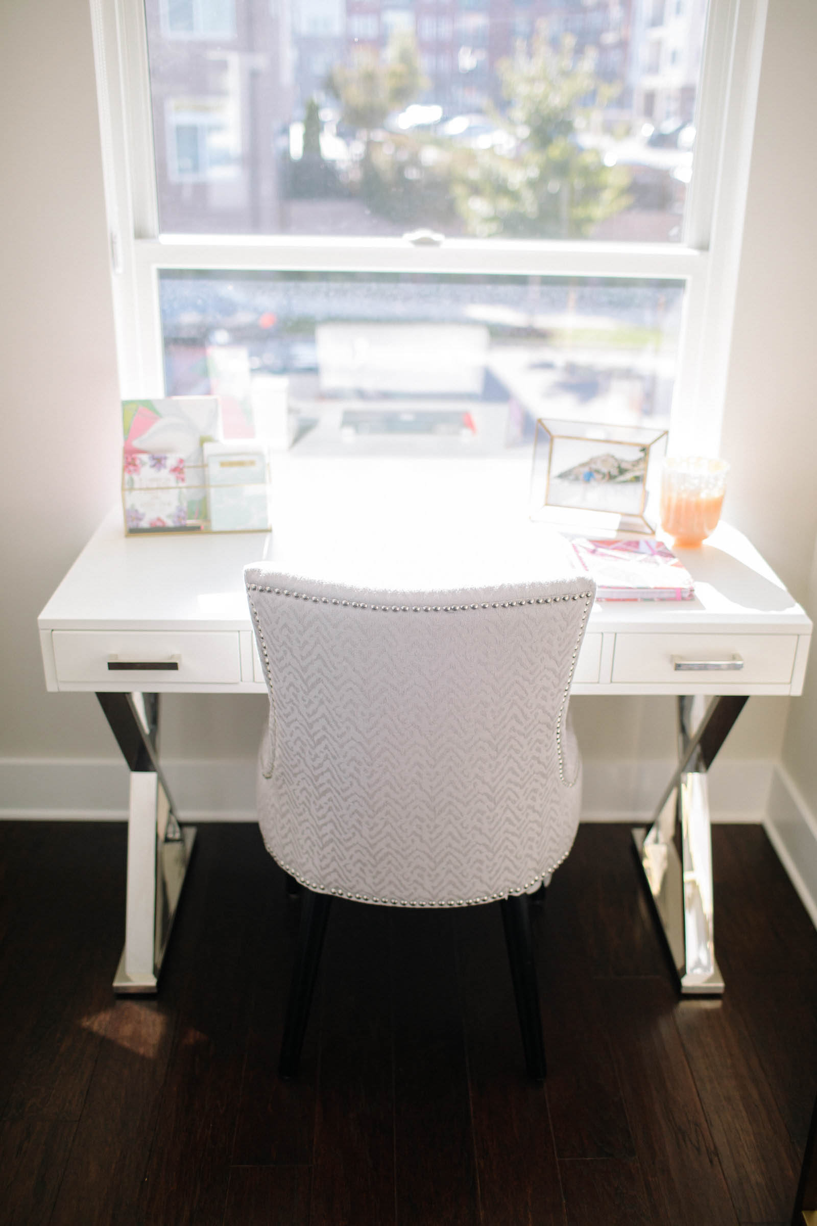 white desk, office decor
