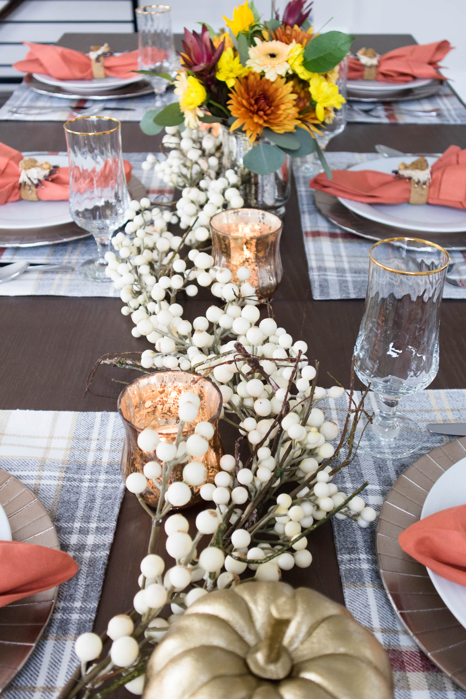 thanksgiving tables cape, berry garland
