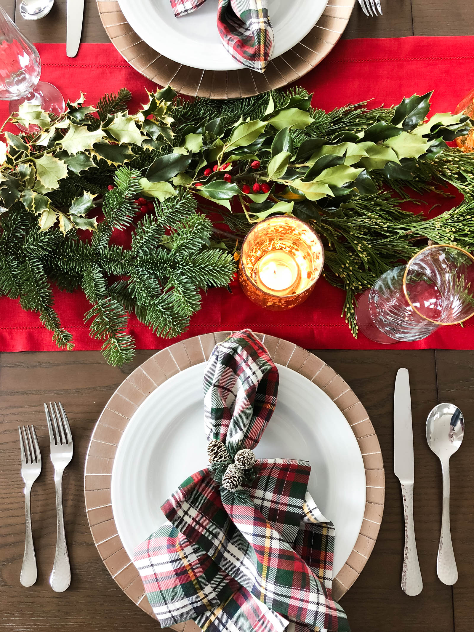 christmas tablescape, holiday tablescape, holiday table setting