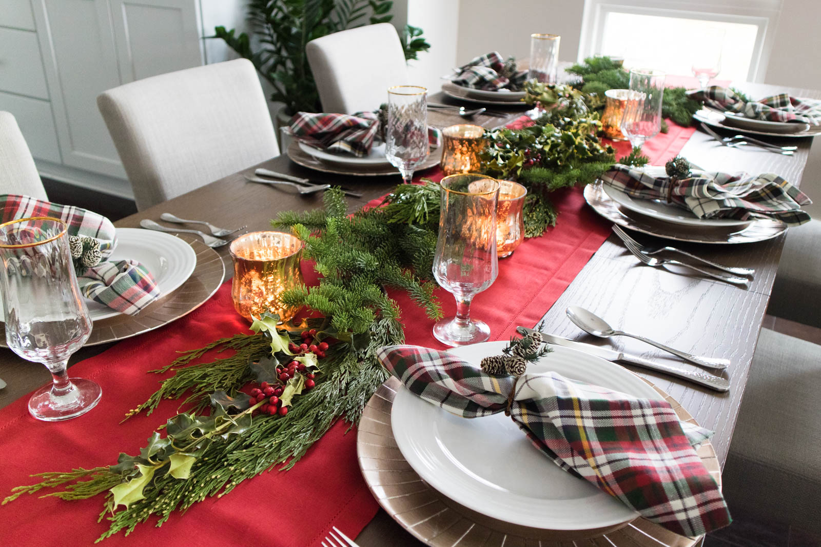 christmas tablescape, holiday garland